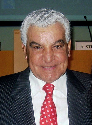 Zahi Hawass - Hawass in Paestum, November 2006