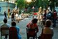 Zinnober Merzbau Merzfest Theodor-Lessing-Platz Hannover 15. Zinnober-Kunstvolkslauf Anna Grunemann moderiert die Merz-Karaoke an.jpg