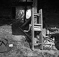 """""""Maln"""" (mlin) za """"brije"""" (brinje) mleti, pri Lipavcu, Mali Kal 1950.jpg"""