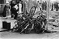 'Kluwe' fietsen voor het Centraal Station in Amsterdam, Bestanddeelnr 930-9326.jpg