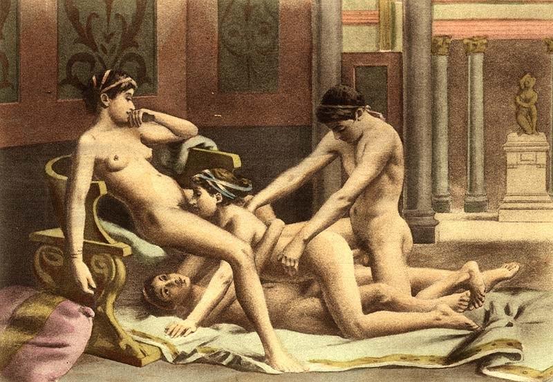 женщины подушки для секс утех рейха трахает сзади