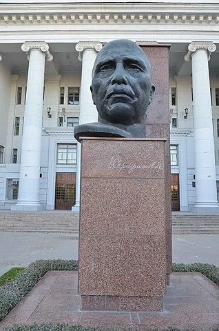 Памятник Серафимовичу в Волгограде