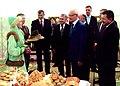 Нефтекама дәүләт филармонияһы. Республика башлығы Р.Хәмитов.jpg