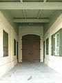 דלת הראשית של מבנה המחסנים.jpg
