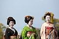 知恩院 舞妓撮影 Chion-in Maiko (11153016356).jpg