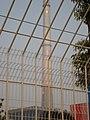 铁丝网后的未来馆 - panoramio.jpg
