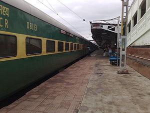 Garib Rath Express - Image: 12113 Garib Rath Express at Nagpur