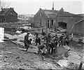 15 Amsterdamse brandweerlieden in Oude Tonge aan het werk, Bestanddeelnr 905-5965.jpg