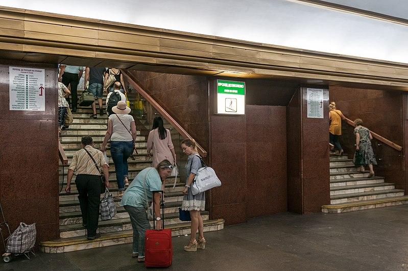 File:17-07-02-Metro Kiew RR74268.jpg