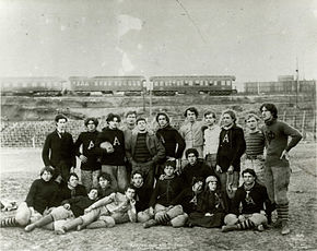 1895 Auburn University football team in Atlanta's Piedmont Park.jpg