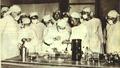 1952-09 1952年国际科学委员会在朝鲜化验室检查霍乱.png