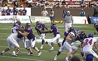 Hand-off - Image: 2007 Hawaii Bowl Boise State University vs East Carolina University Chris Johnson handoff