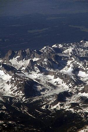 War Bonnet Peak - Image: 2008 06 27 bos sfo 12 (2617740292)