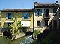 2009.05.03 Borghetto, Häuser mit darunterführenden Mühlgängen (Abfluss).jpg