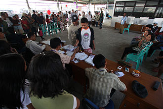 Indonesian presidential election, 2009 - Voters in a polling station in North Jakarta receiving their ballot to vote in the election.