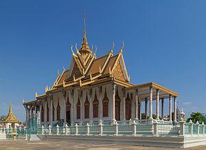 Silver Pagoda, Phnom Penh - Image: 2016 Phnom Penh, Pałac Królewski, Srebrna Pagoda (02)