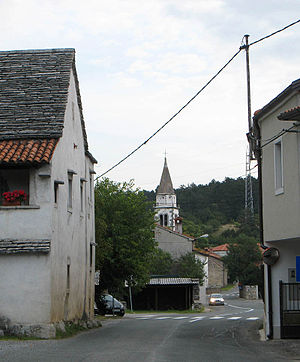Divača - Image: 3344divaca Main Street And Church