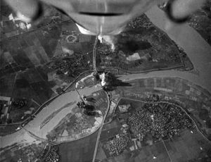 Operation Rolling Thunder - A-4E Skyhawks attacking Phuong Dinh bridge in 1967
