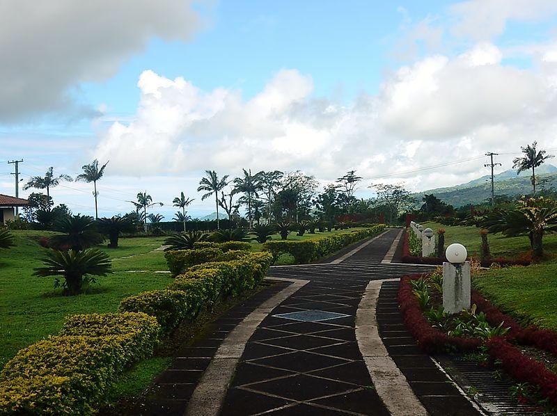 A Garden Path (30590947171).jpg