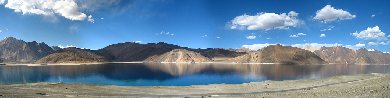 File:A panoramic view of the Pangong Tso lake, in Ladakh ...