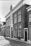 foto van Herenhuis uit 1860 met verdieping en schilddak