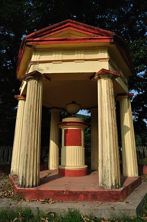 William Roxburgh - Roxburgh monument at the Acharya Jagadish Chandra Bose Indian Botanic Garden.