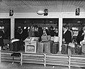 Admiraal Pinke op Schiphol bij de douane, Bestanddeelnr 902-4995.jpg
