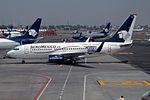 """AeroMexico Boeing 737-7BK N126AM """"VISA"""" sticker (24558961400).jpg"""