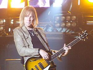 Tom Hamilton (musician) - Image: Aerosmithbajo