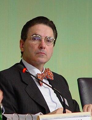 Deutsch: Prof. Dr. Dr. Alfred de Zayas