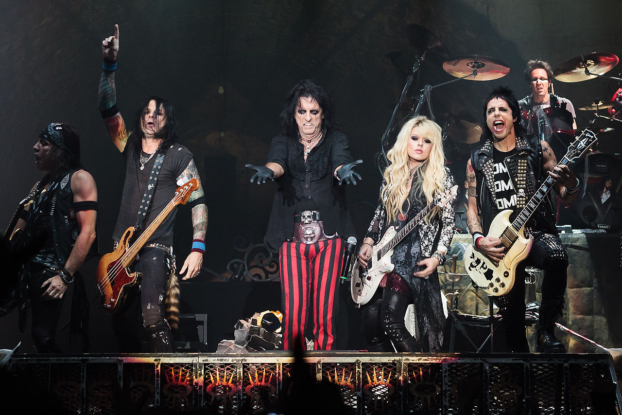File:Alice Cooper band Live in London 2012-10-28 (close-up).jpg - Wikimedia  Commons