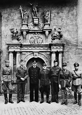 Colditz - Allied officers at Colditz Castle (1941)