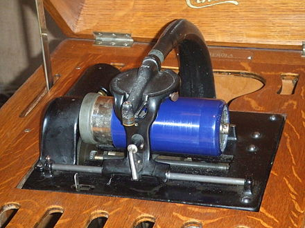 Close up of the mechanism of an Edison Amberola, circa 1915 Amberola close-up.jpg