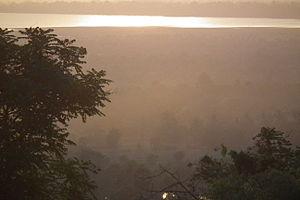Phnom Bakheng - Image: Angkor Phnom Bakheng Tonle Sap アンコール・プノンバケン DSCF4182