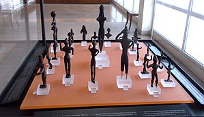 Delphi Archaeological Museum - Image: Anthropomorphic figurines crop
