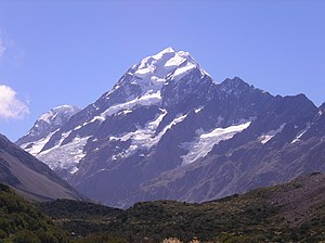 English: The peak of Aoraki/Mt Cook as seen fr...