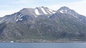 Arsuk - Arsuk under the Kuunnaat mountain