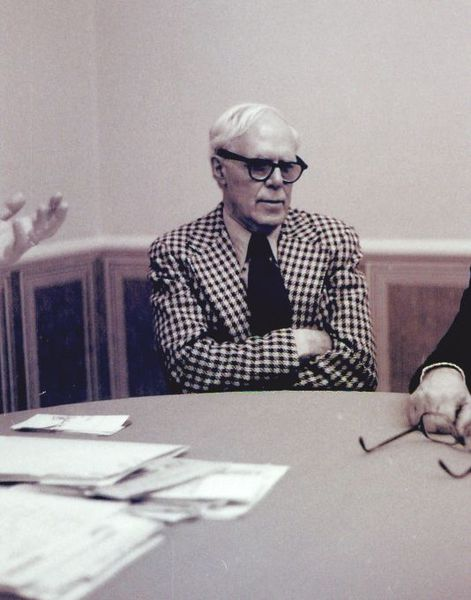 File:Author Martin Gardner at a CSICOP Executive Council Meeting in 1979.jpg