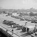Auto's op de kade in de haven van Alexandrië, Bestanddeelnr 255-6596.jpg