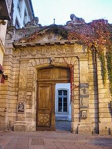 Photo de l'entrée de la Maison Jean Vilar.