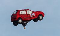 Ballon PH-HOS van Nissan op de Jaarlijkse Friese ballonfeesten in Joure 01.jpg