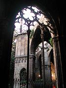 Barcelona catedral cloister.jpg