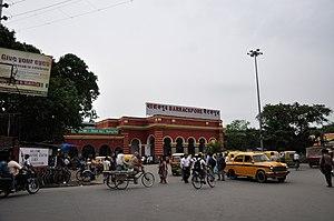 Zona della stazione ferroviaria di Barrackpore - North 24 Parganas 2012-04-11 9671.JPG