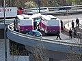 Barrandovský most, porouchaný autobus Vězeňské služby a přestup (01).jpg