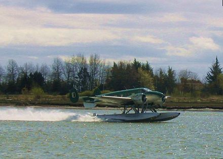 Beechcraft 18 on floats Beech18 on floats.jpg
