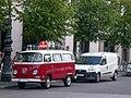 Berlin, Unter den Linden, VW T2, Fiat Doblò 2014-07.jpg