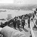 Bezoek van President Scharf aan Rotterdam Aan President Scharf wordt een fraai , Bestanddeelnr 912-4909.jpg