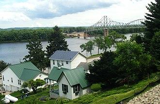 Lansing, Iowa - Image: Black Hawk Bridge 1