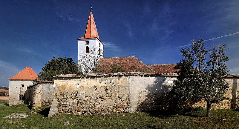 File:Bruiu - Ansamblul bisericii evanghelice fortificate.jpg