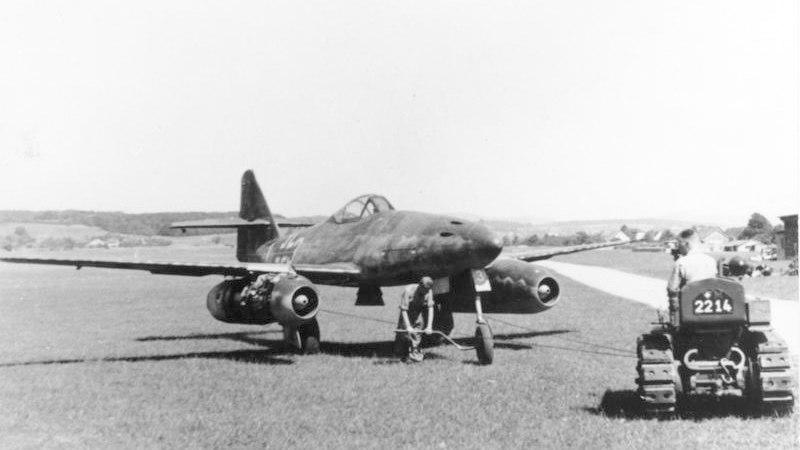 Bundesarchiv Bild 141-2497, Flugzeug Me 262A auf Flugplatz